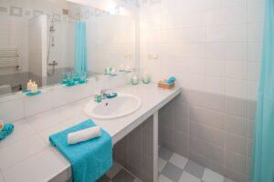 Wie erreicht man eine saubere Luft im Bad?