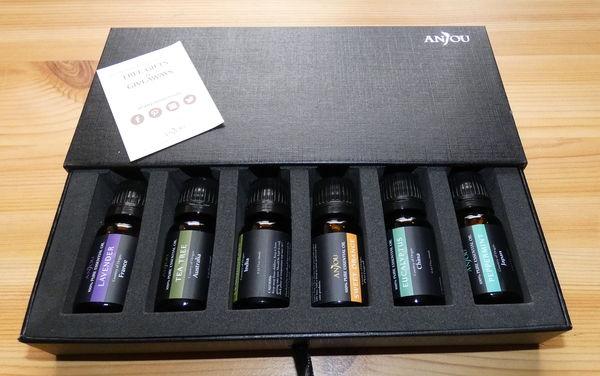 Anjou Aromatherapie Duftöl Set Verpackung teilweise geöffnet