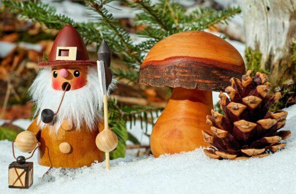 Räuchermännchen mit Räucherkegel zu Weihnachten