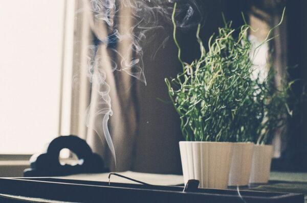 Rauch von Räucherstäbchen schädlich